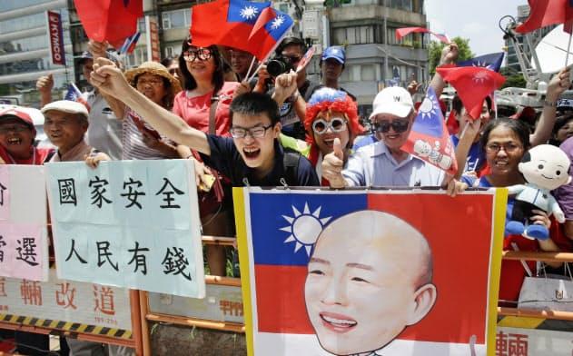 台湾総統選の国民党予備選で韓国瑜氏が勝利した背景には、中国の影響力が強い台湾メディアの強力な支持があった=AP