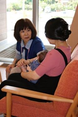 育児や授乳について助産師が24時間態勢でじっくり話を聞く(山梨県笛吹市の産前産後ケアセンター)