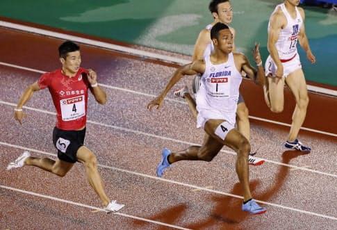 陸上日本選手権の男子100メートルで、10秒02をマークして優勝したサニブラウン=共同