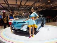 ダイハツが世界初公開したハイブリッド車のコンセプトカー「HYFun」(18日、ジャカルタ郊外)