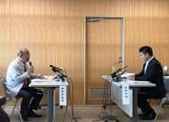 知事と市長が市庁舎を巡り討論した(18日、奈良市の奈良県庁)