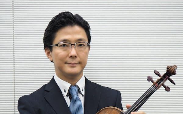 京都市交響楽団首席ビオラ奏者の小峰航一