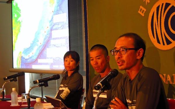 実験航海の結果について話す海部陽介・国立科学博物館人類史研究グループ長(右)