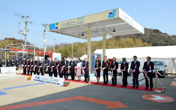 根本通商の水素ステーションの開所式(3月、福島県いわき市)