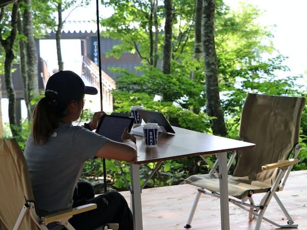 白馬観光は、白馬岩岳山頂に屋外シェアオフィスを設けた