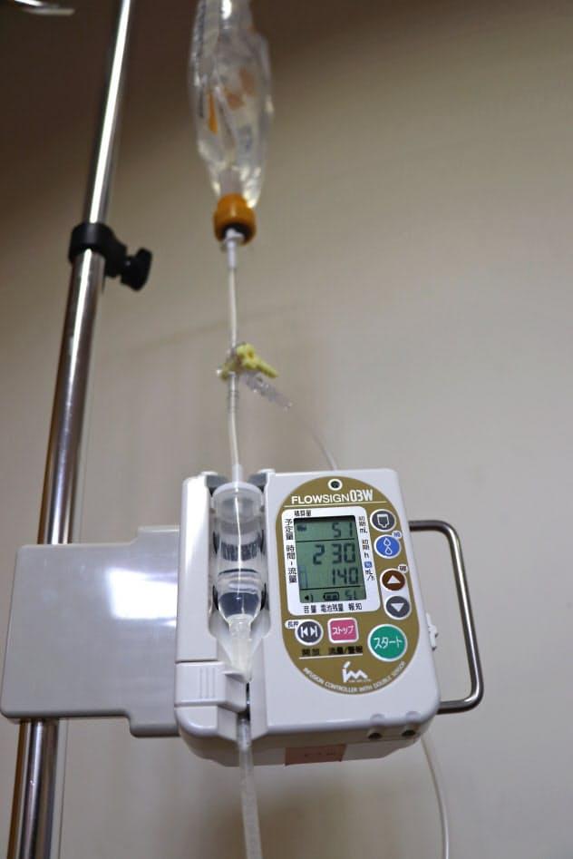 薬の投与量をセンサーで検知し、チューブに空気が溜まらないようにする(7月、福岡市)