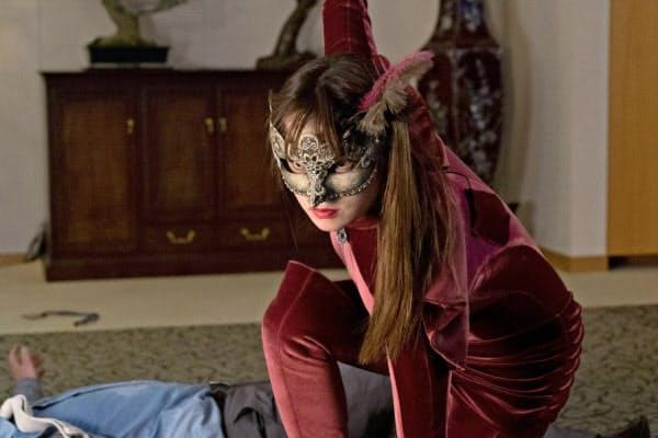 「ルパンの娘」第2話の一場面。泥棒スーツに身をつつんだ深田恭子(C)フジテレビ