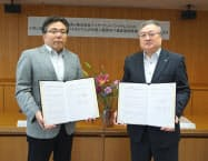 協定を結んだワイヤ・アンド・ワイヤレスの喜地副社長(左)と静岡県の吉林副知事(18日)
