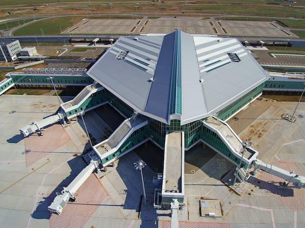 NAAは空港施設の維持管理や滑走路の補修などでノウハウを生かす(新ウランバートル国際空港のターミナルビル)