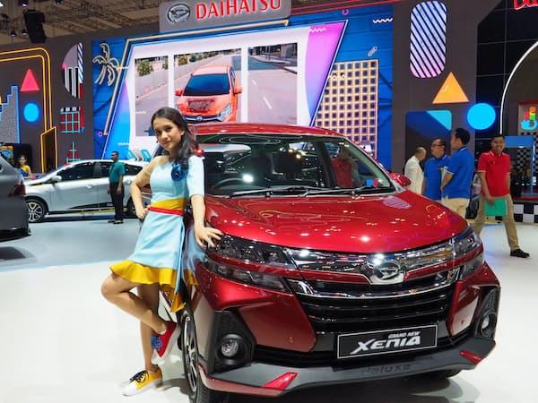 インドネシアでは7人乗りのミニバンが人気だ(18日、インドネシア国際自動車ショー)