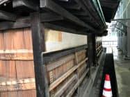 工事中の板壁が公開された(19日)