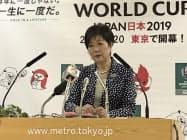 会見で重点政策方針を説明する小池百合子知事(19日、都庁)