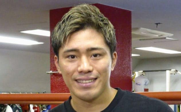 再起戦を発表した前WBOスーパーフェザー級王者の伊藤雅雪(19日、横浜市)=共同
