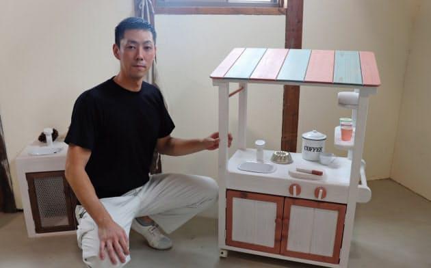 おままごと用の木製玩具を修復し、別の家庭に無償提供する