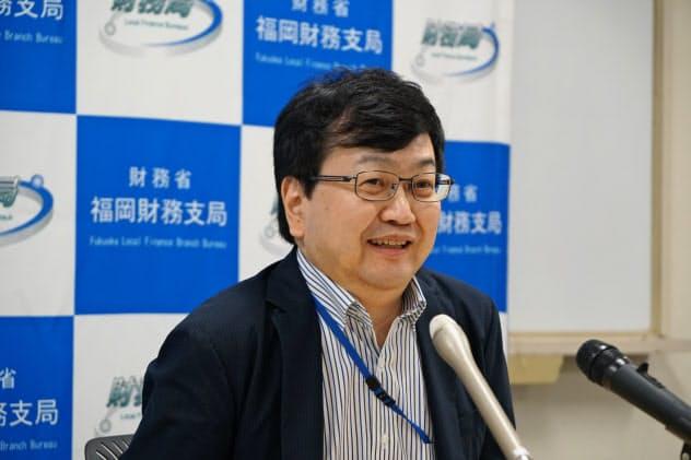 福岡財務支局の小林一久支局長