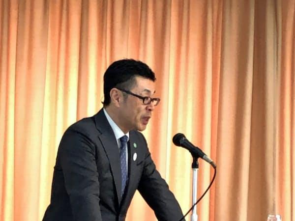 東京都内で記者会見するGenkyの藤永賢一社長