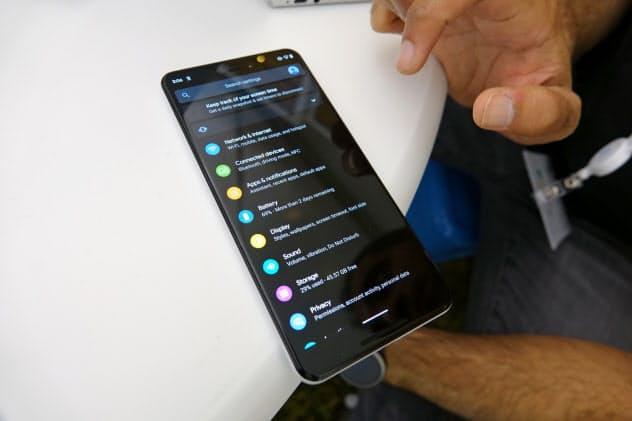 Android Qでは黒を基調としたユーザーインターフェース「ダークテーマ」に対応する