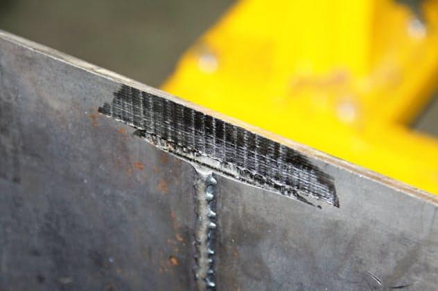 グラインダーを使った手作業に比べて10分の1程度の時間で溶接ビードを除去できる