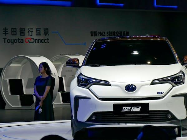 トヨタは中国でEVの投入を進める(4月の上海モーターショーで発表した「イゾア」)