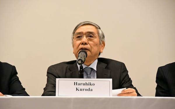 討論会に参加した日銀の黒田総裁(19日、ニューヨーク市内)
