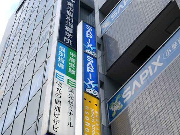 複数の学習塾が入ったビル(東京都江東区)