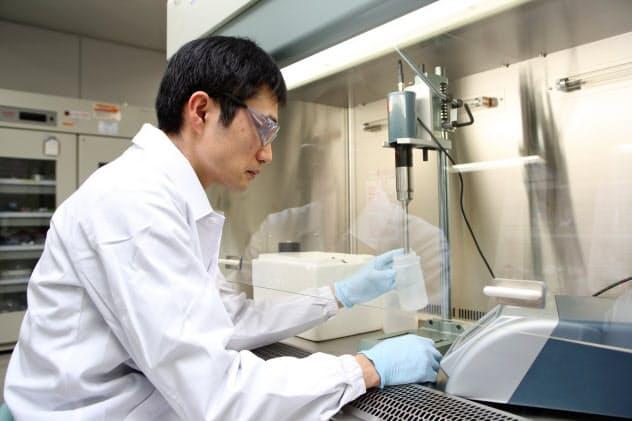 アステラス製薬は招いた教授と社内研究者の一体化を目指す(茨城県つくば市のつくば研究センター)