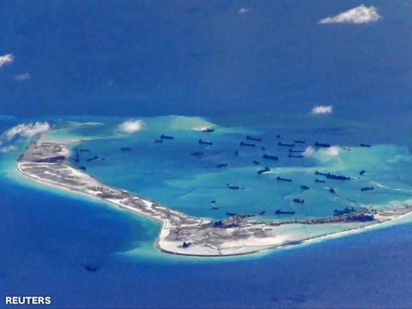 中国は南シナ海の軍事拠点化を進めてきた(写真はスプラトリーのミスチーフ礁)=ロイター