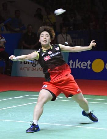 女子シングルスで初優勝を果たした山口茜(21日、ジャカルタ)=共同