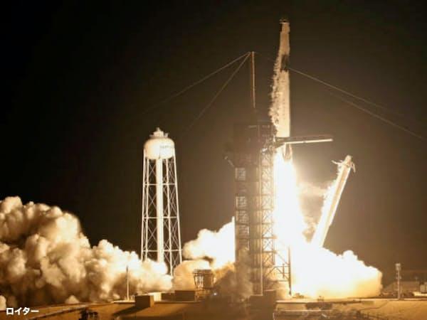 3月、ケープ・カナベラル空軍基地(米フロリダ州)から発射されるスペースX社の「ファルコン9」ロケット。スペースXは2008年にNASAからこのロケットで宇宙ステーションを打ち上げる契約を取り付けた=ロイター