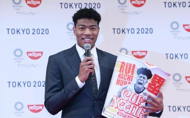記者会見する米プロバスケットボールNBAウィザーズの八村塁選手(22日、東京都新宿区)