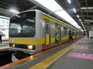 JR東日本は中央・総武線で朝の6時台に西船橋駅始発の臨時列車を運行を始めた(22日午前、西船橋駅)