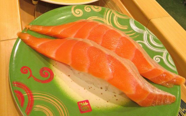 回転ずしでよく食べるネタは「サーモン」が8年連続で首位