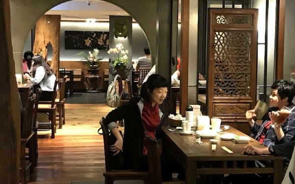 春水堂(チュンスイタン)本店は創業オーナーが理想とする宋代の茶館をほうふつとさせる重厚な雰囲気(台中市)