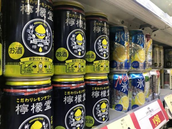 九州での試験販売が好調だった日本コカ・コーラの缶チューハイ「檸檬堂」(福岡県内のスーパー)