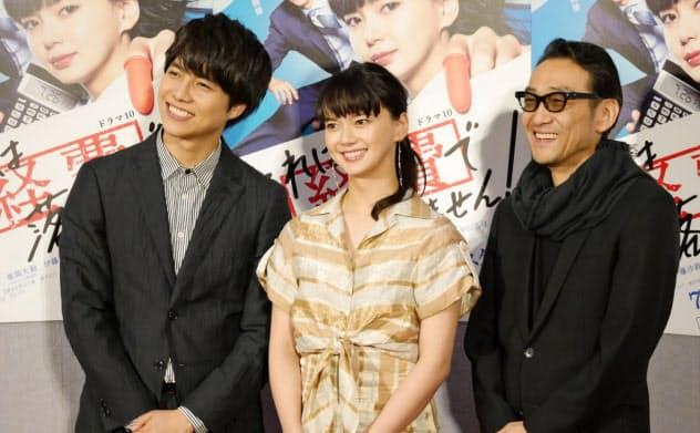 東京・渋谷のNHKで記者会見に臨む(左から)重岡大毅、多部未華子、吹越満