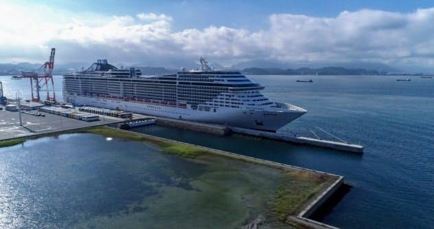 下関新港地区(長州出島)に寄港したクルーズ船「MSCスプレンディダ」