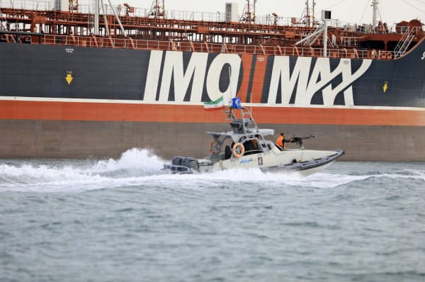 ホルムズ海峡でイランに拿捕された英タンカー=AP