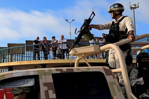 メキシコは国境付近で警備を強化している(メキシコ北西部ティフアナ)=ロイター