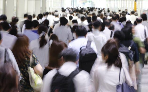 生産性向上、働き手の多様化が必要 経済財政白書