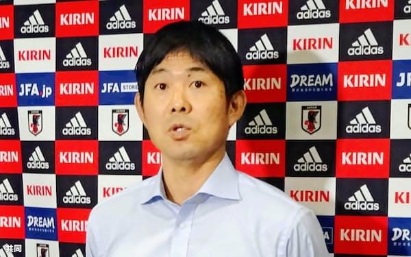サッカーW杯カタール大会アジア2次予選の組み合せが決まり、取材に応じる日本代表の森保監督=共同