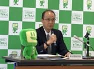会見した高松国税局の松重局長(23日、高松市)