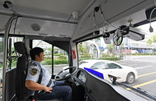 5G通信機器や各種レーダーを搭載した自動運転システムで公道を走る「アルファバス」