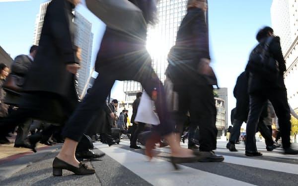 硬直的な雇用慣行は見直しを迫られている
