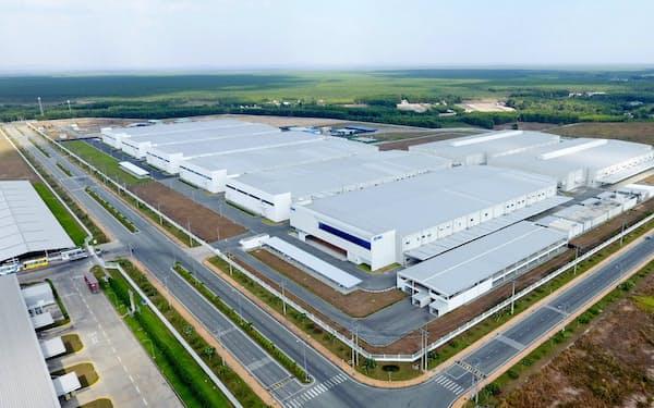 新興国の需要増にも対応する(ベトナムの工場)
