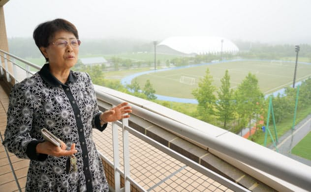 NPO法人ハッピーロードネット理事長の西本由美子さんは、復興が進む町で子どもが聖火を掲げる姿を待ち望んでいる(22日、福島県のJヴィレッジ)