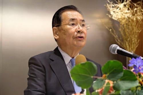 立石義雄会頭は11月以降も続投する考えを示した(23日、京都市内)