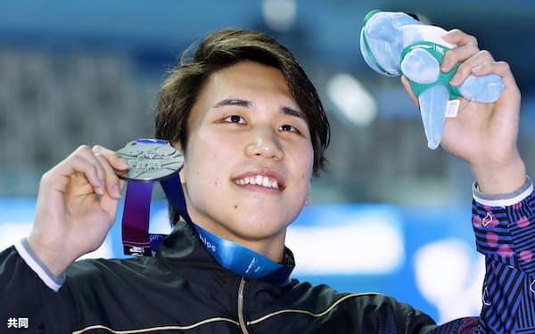 水泳の世界選手権男子200メートル自由形で銀メダルを獲得した松元克央(23日、韓国・光州)=共同