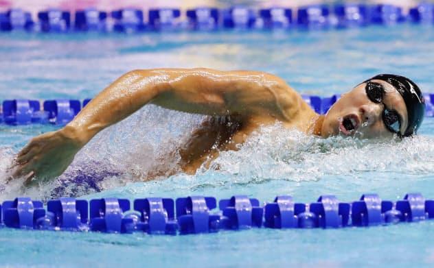 男子200メートル自由形決勝 1分45秒22の日本新で銀メダルを獲得した松元克央(23日、光州)=共同