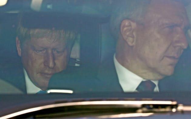 24日に首相に就任予定のジョンソン前外相(左)は党内の結束に課題を抱えそうだ=ロイター