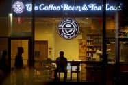 ジョリビーが買収する「コーヒービーン&ティーリーフ」の店舗(米ニューヨーク)=ロイター